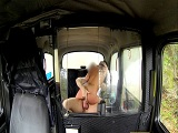 Morenaza tetona tiene que pagar en carnes el viaje en taxi