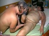 Abuela y madura gordas se montan un trío con un tío