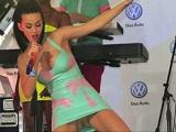 Descuidos y pilladas desnuda a la cantante Katy Perry