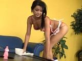 La porno chacha te limpia la casa y se abre de piernas