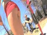 La jovencita latina lleva unas mallas que se le marca todo