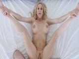 La diosa Brandi Love pegando una follada con su hijastro