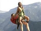 Les entra el calentón y se ponen a follar en la montaña