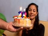 Su novio le regala su polla bien dura por su 18 cumpleaños