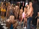 El carnaval brasileño acaba siendo una gran orgía pública
